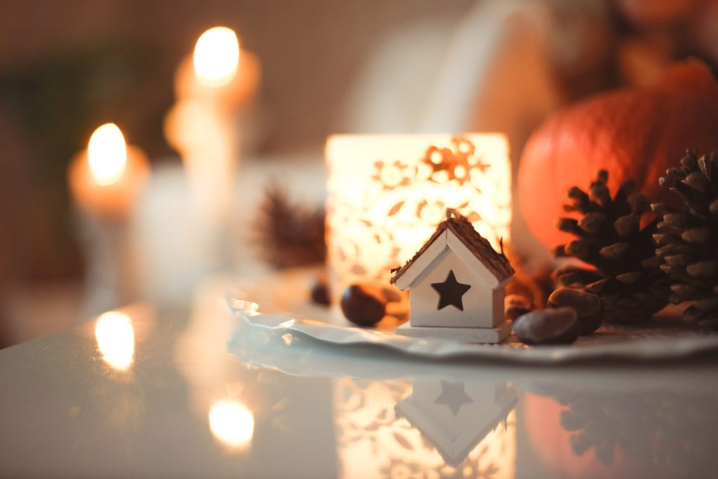 festive-holiday-table-decorations